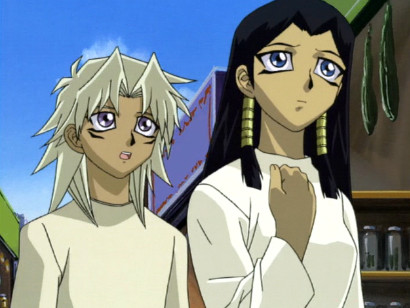 Young Marik and Ishizu Ishtar encounter a stranger in the market in episode 95