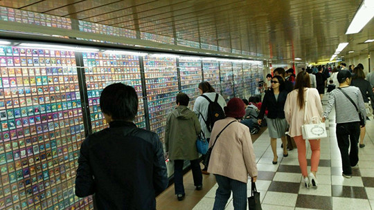 More people checking out the Yu-Gi-Oh! The Dark Side of Dimensions card exhibit in Shinjuku