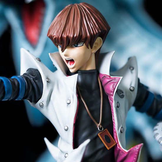 Three-quarter view of Seto Kaiba's upper body in Kitsune Statue's Seto Kaiba with Blue-Eyes Ultimate Dragon statue