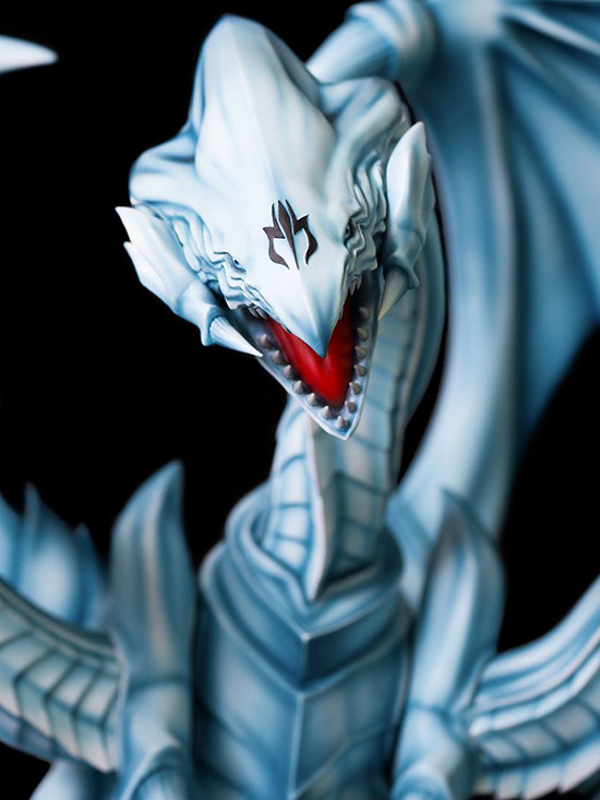 Close-up of the front of the monster's face in Kitsune Statue's Seto Kaiba with Blue-Eyes Ultimate Dragon statue