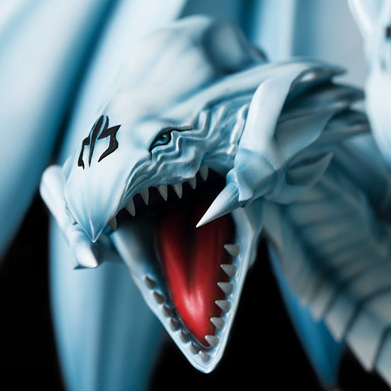 Close-up of one of the BEUD heads in Kitsune Statue's Seto Kaiba with Blue-Eyes Ultimate Dragon statue