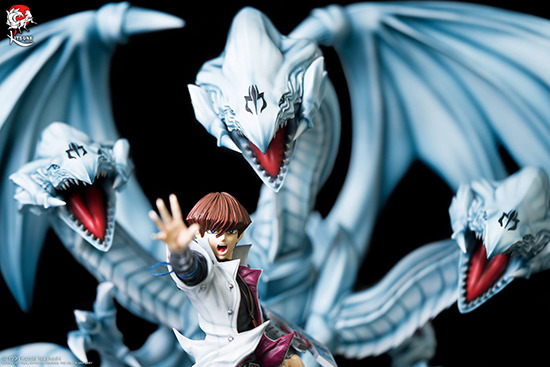 Seto Kaiba's upper body and BEUD's heads in Kitsune Statue's Seto Kaiba with Blue-Eyes Ultimate Dragon statue